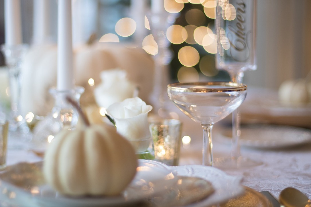 holiday-table-1926946_1280